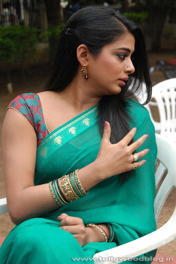 Indian Movies Masala Hot Priyamani Saree S Filmvz Portal