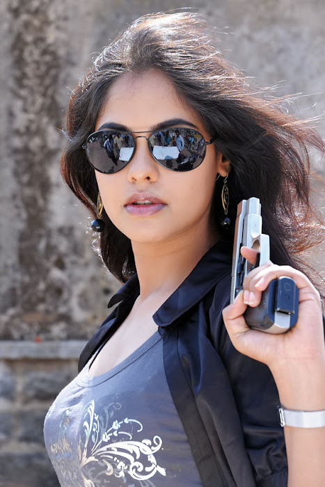 bindhu madhavi stylish in prati roju actress pics