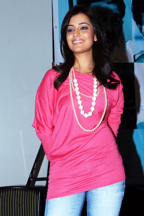 nisha aagarwal new yemaindhi ee vela platinum disk event hot images