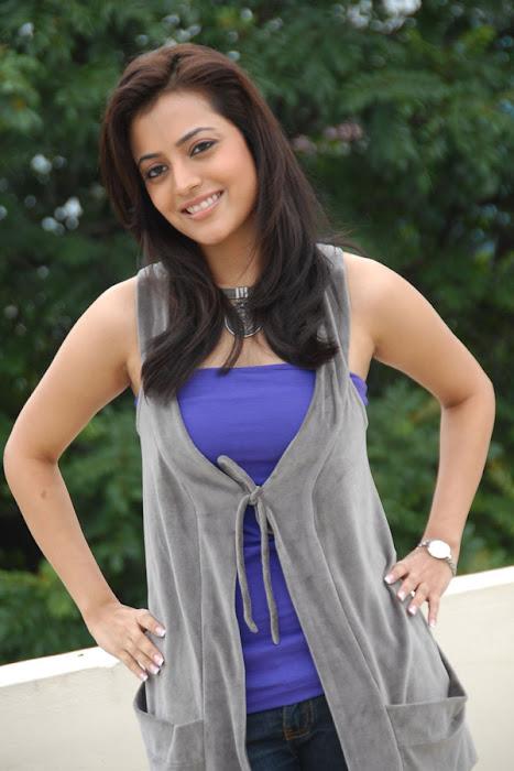 nisha agrawal new from yemainde eevela actress pics