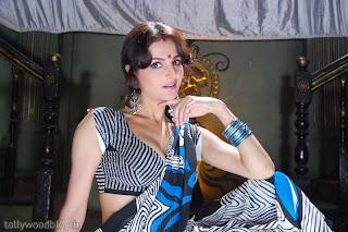 http://4.bp.blogspot.com/_a3ZI07KGbwA/TTsjwBDm6mI/AAAAAAAAHzA/p0m-o-YlP84/s320/monica-bedi-hot-stills-devadisini-010.jpg