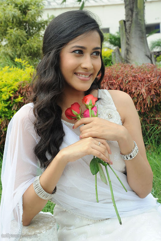 Panchi Bora Cute Looking Pics in White Dress navel show