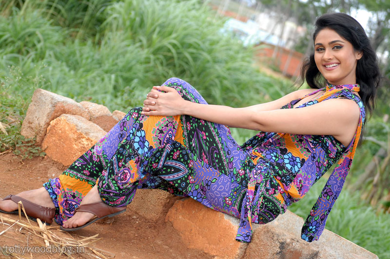 Tirugubotu Movie Actress Biyanka Desai Photos wallpapers