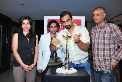 Soha Ali Khan at Shailesh Achrekar's Paintings
