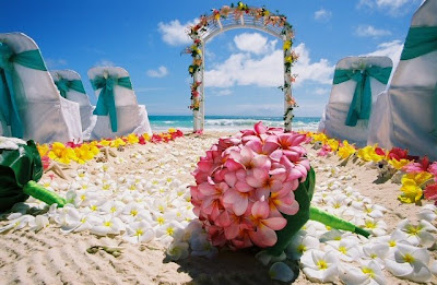 Hawaiian Wedding Pictures on Adding Beauty To Your Hawaiian Wedding With Flowers