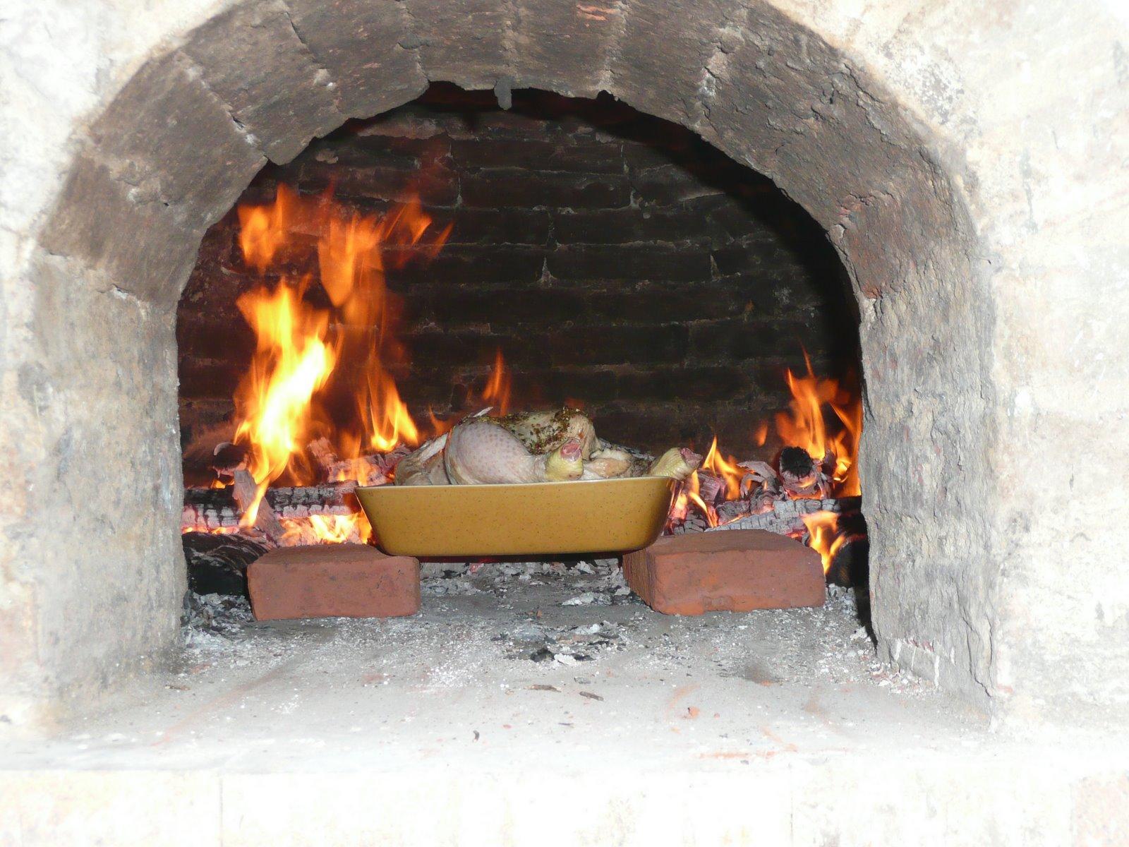 Exceptional Cuisine Four A Bois #2: Premier Poulet Roti Dans Le Four à Bois De Notre Cuisine