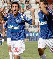 Matías de Federico festeja su gol en la goleada 3-0 ante Vélez