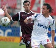 Leandro Diaz en l a goleada de Huracán a Lanús por 3-0