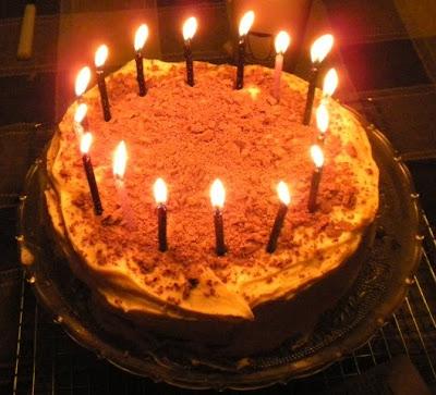 http://4.bp.blogspot.com/_a81JMrODnX0/S3ssSxjb2rI/AAAAAAAAAdk/CdZ3_dutrsU/s400/cake.JPG