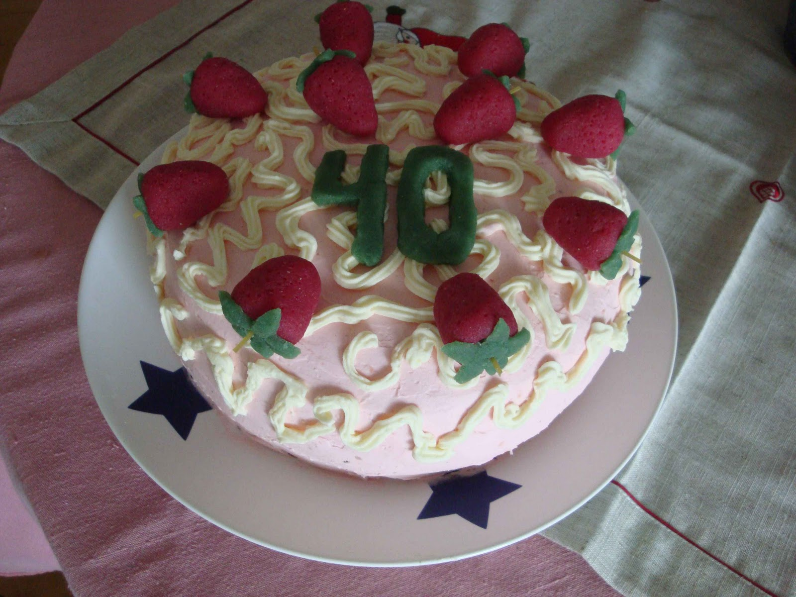 I Draw Some White Buttercream Scrolls On Top Of A Fondant And Finished Cake Decoration With Marzipan Strawberries Figure 40 Tillykke Med Fdselsdagen