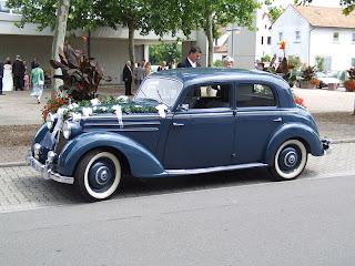 Hochzeitsbrauch: Hochzeitsauto Mercedes 170 Oldtimer Bild: Claus Ableiter Creative Commons Lizenz