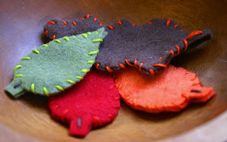 kids crafts: leaves for the autumn table