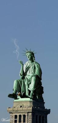 estatua de la libertad fumando
