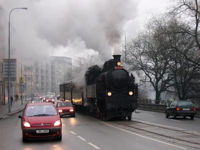 Tren a vapor por las calles de Brno