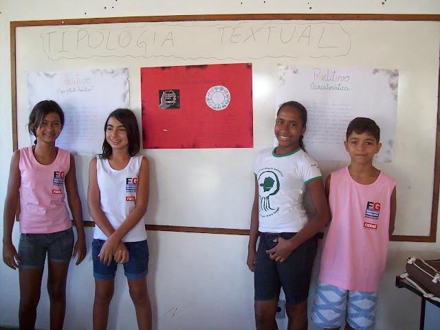 Alunos do 7º ano - apresentando trabalhos sobre a tipologia textual - março de 2010