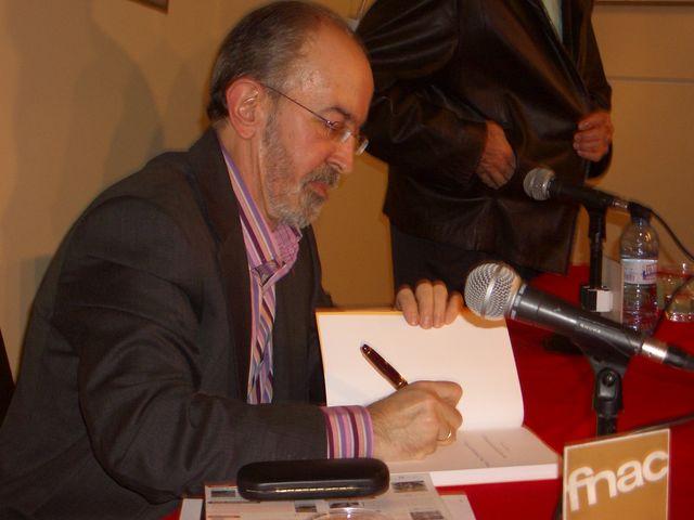 Un instante de actividad pública de Ricardo Serna