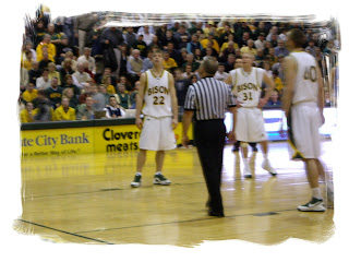 Nelson, Moorman, and Winkelman watching the free throw