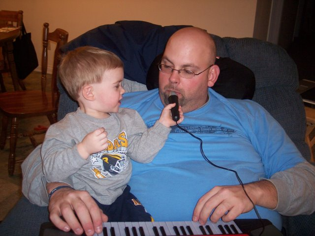 You sing too, Daddy!