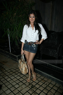Nandini Singh Hot Show in Short Skirt Navel Queens