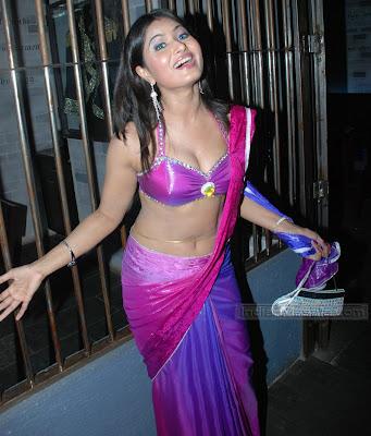 Divya Dwivedi EXPLOSIVE SKIN SHOW in a revealing saree at Jai Hind bash