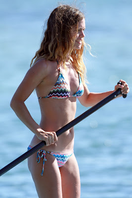Celebrity Actress Rachel Bilson Pics In Bikini Beach Candids in Hawaii