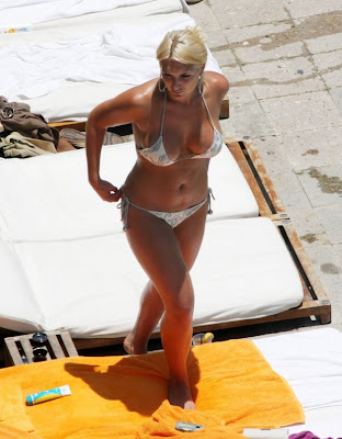 Actress Brooke Hogan Pics Hot Sexy Bikini Candid on Poolside Miami