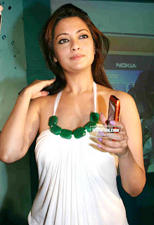 Bollywood Actress RIYA SEN Pictures When launching Nokia N8