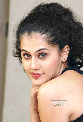 DESI Masala Hot Actress TAPSEE Cute Photoshoot Gallery