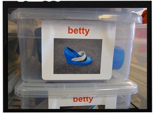 [ugly+betty+crocs.jpg]