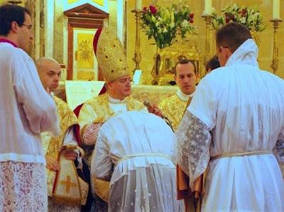 http://4.bp.blogspot.com/_aMcbG1e02b8/TIVobtgudcI/AAAAAAAAAkQ/cJNUGJL52NA/s400/Msgr.-Aillet-Bischof-von-Bayonne.jpg