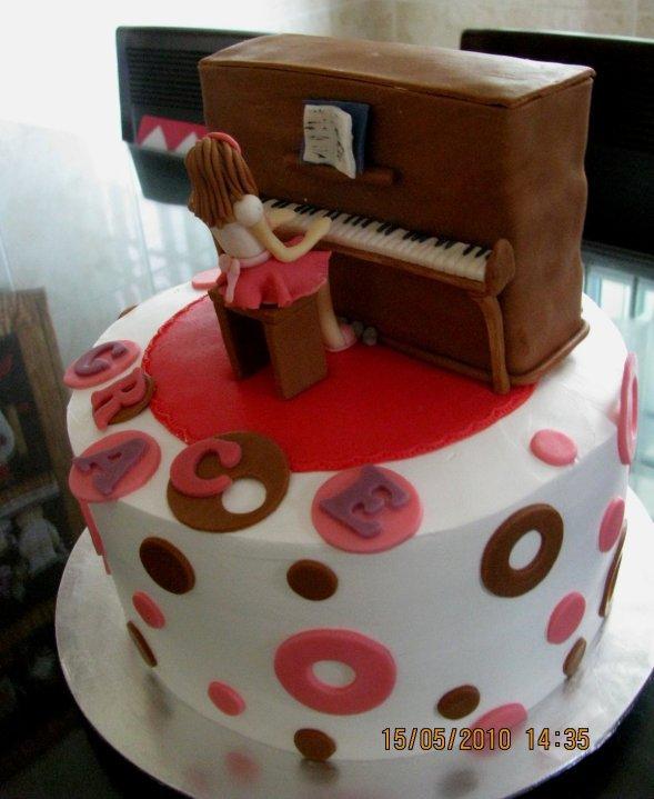 Cake Decorating Ideas Piano : Lovely Cake Decoration: Piano Cake