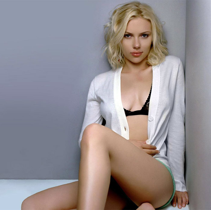 scarlett johanson hot