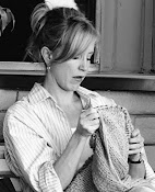 Felicity Huffman Knits
