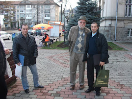 Împreună cu arheologul Adrian Bătrâna şi lectorul univ. Nicolae-Cristian Apetrei, 20 nov. 2010