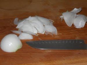 Cortar la cebolla.