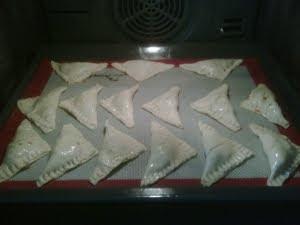 Hornear las empanadillas.