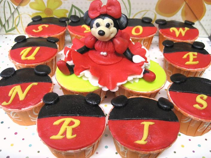 Mom And Daughter Cakes Frilled Up Minnie