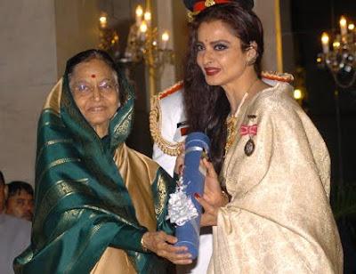 Rekha receiving Padam Bhusan Award