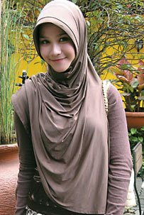 Moslem Fashion of Brown Jilbab Muslim in Zaskia Mecca