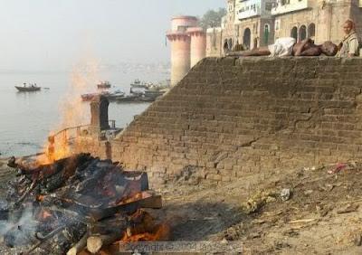 Sungai Gangga Kini Penuh Dengan Mayat
