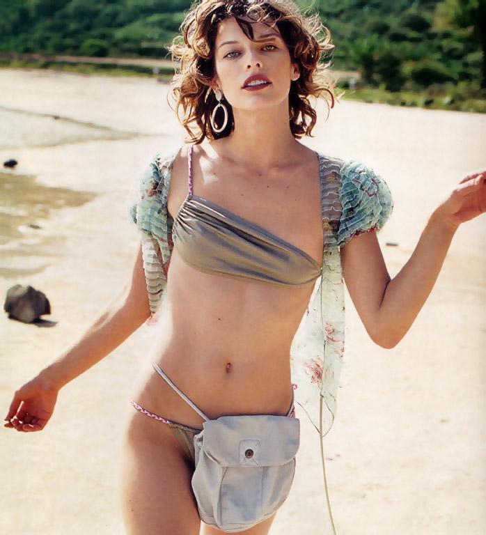 milla jovovich bikini