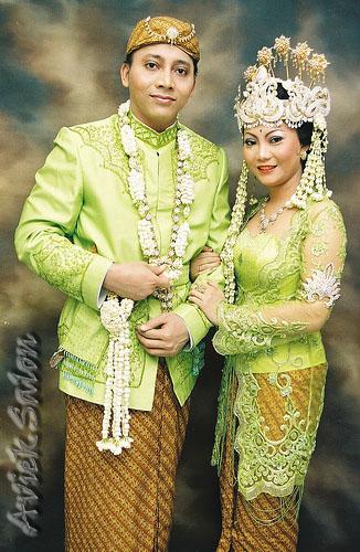 Adat+Sunda Pakaian Tradisional Nusantara I (Jawa & Bali)