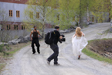 A contemporary eye, capturing a running bride......