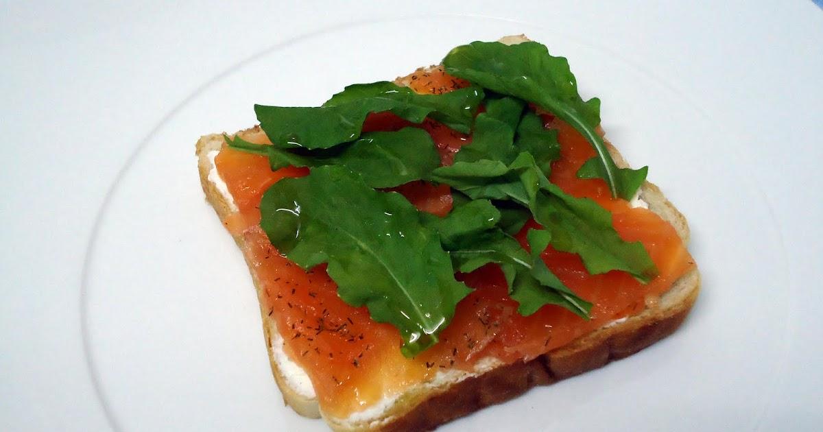 Como hacer pincho de salmon ahumado y rucula recetas de for Como se cocina el salmon