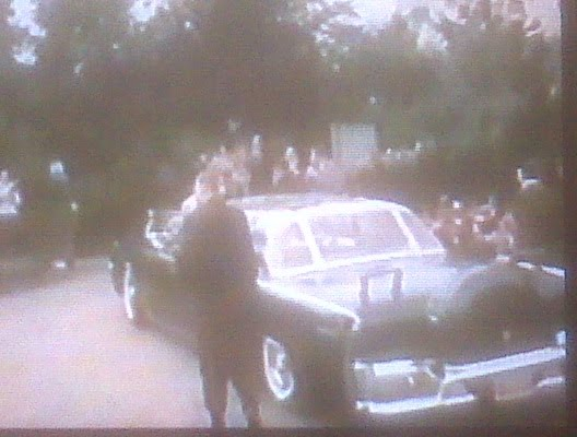 The bubbletop JFK allegedly didn't like+AGENTS walk near rear of limo
