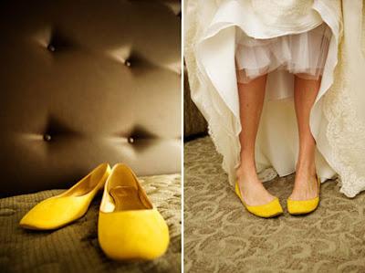 http://4.bp.blogspot.com/_abGRa1b0BJc/SQiNxekkF4I/AAAAAAAAOww/94Gcx7qFGKw/s400/1029-yellow-shoes-bride-wedding-dress_sm.jpg