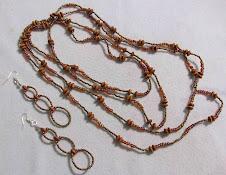 Cod 2142 Collar de madera y mostacillas