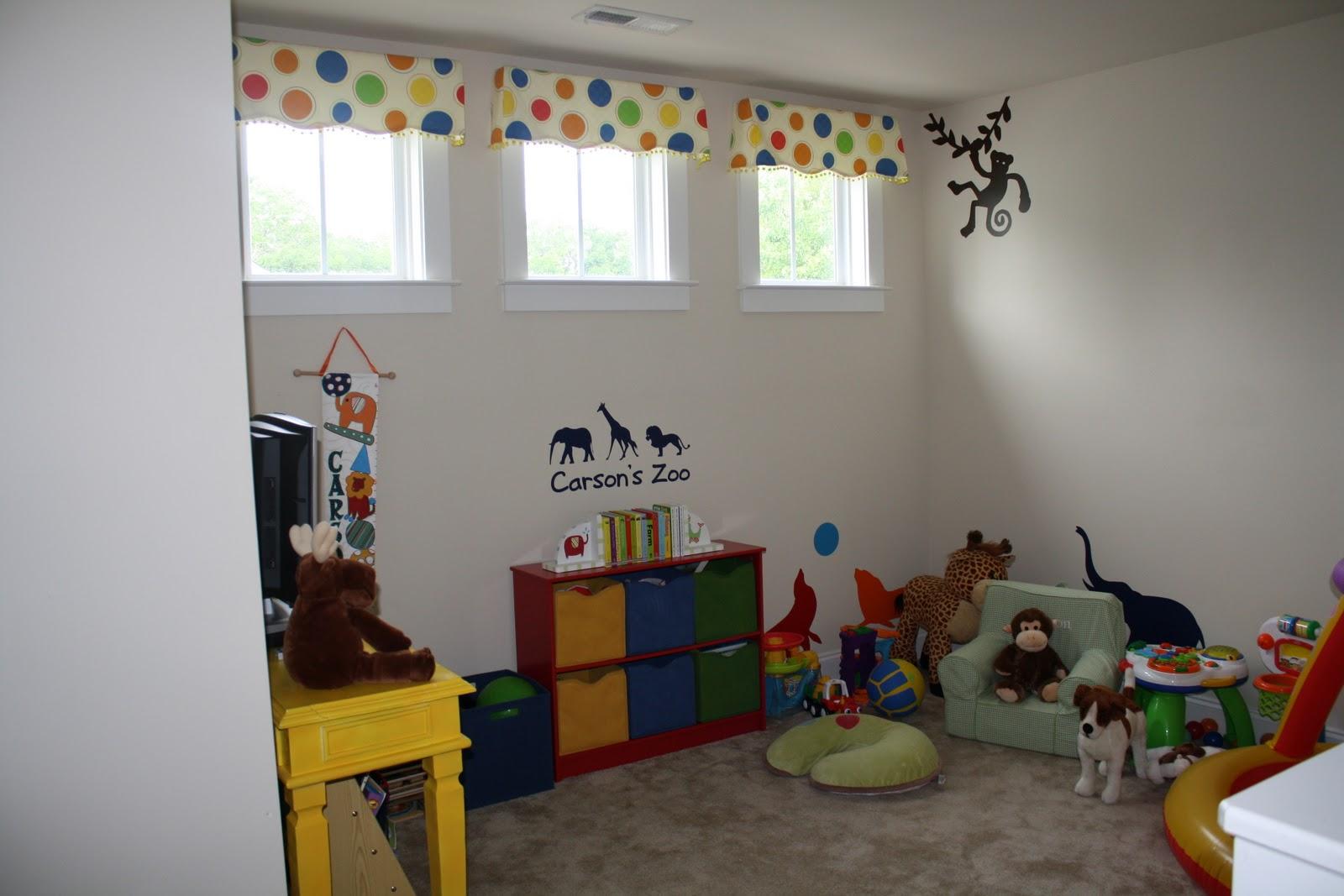 transformação do quarto de brinquedos foi incrível! A cor escura  #B18B1A 1600 1067