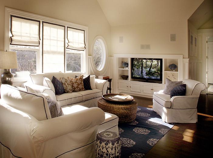 decoracao sofa branco:Então, relaxe, descanse  mas não coloque o pé em cima do sofá