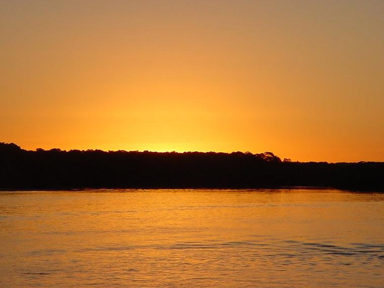 Pôr do sol no rio João de Tiba em Cabrália